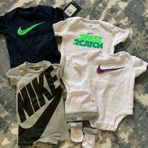 Nike onsies nb and 0-3mo